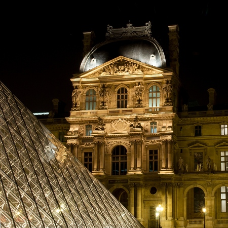 Le Louvre Paris By Night 4