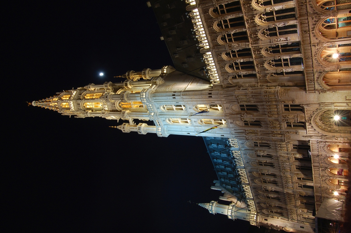 2006-05-06--22_15_25_Brussels_by_night_Luc_Viatour.JPG