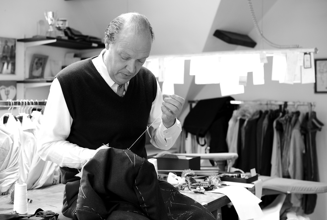 B35-Ronald-Holland-Tailor