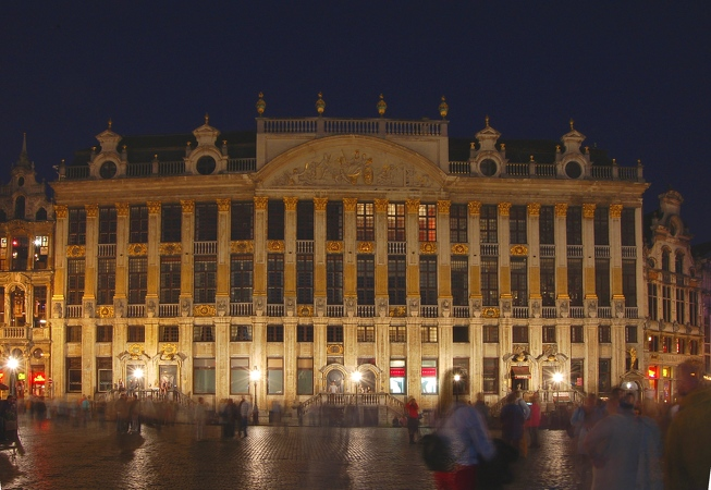 2006-05-06--22 08 30 Brussels by night Luc Viatour