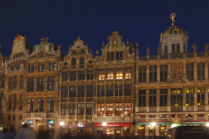 2006-05-06--22 11 39 Brussels by night Luc Viatour